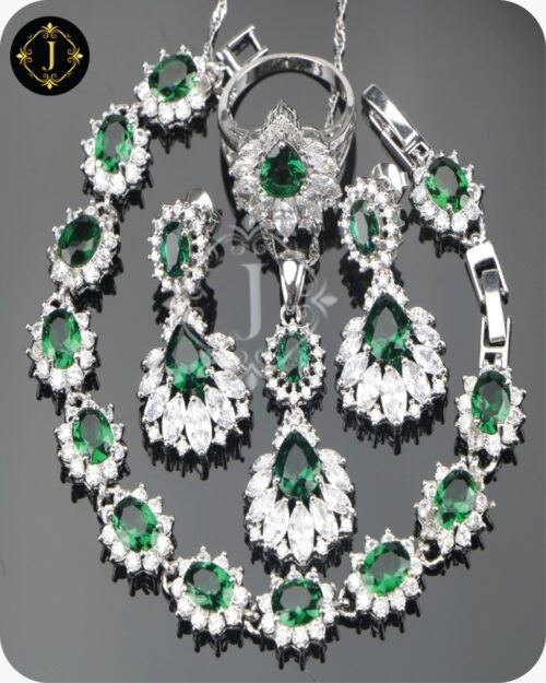 Emerald Green Necklace in Pakistan